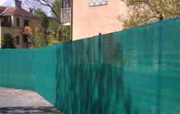 zöld háló kerítésre